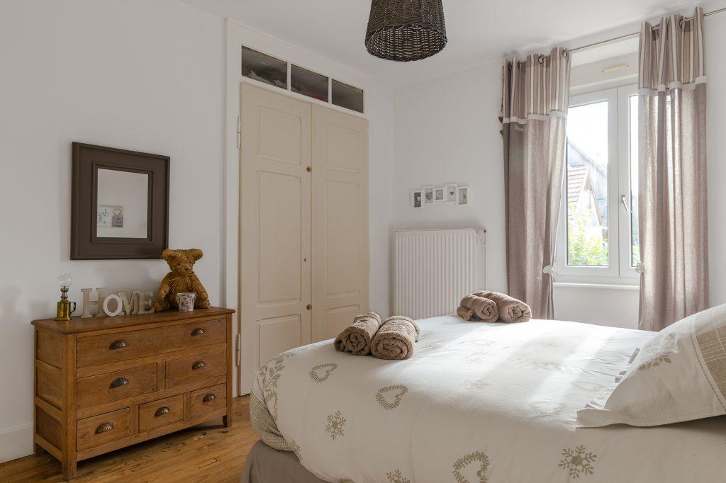 Location appartement Riquewihr Alsace - Villa Maeva Chambre 3 vue entrée des hotes